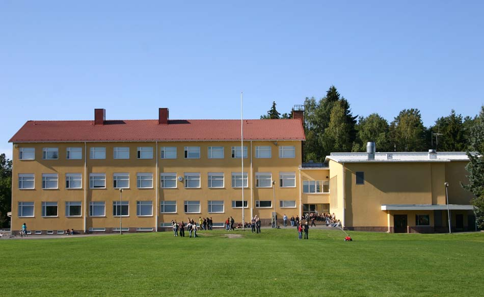 a picture of Pälkäne High School during the spring